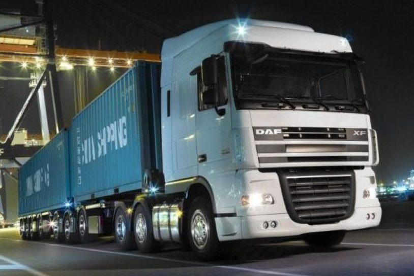daf-xf-105,-kamion,-kontajnery,-pristav,-cesta,-noc-235667